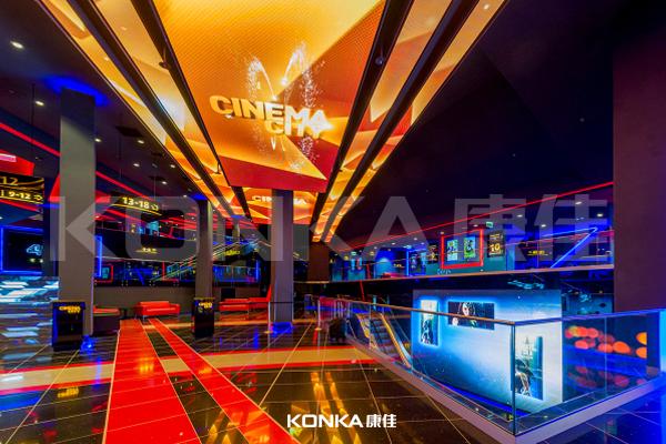 Ceiling Screen in Czech cinema<br />