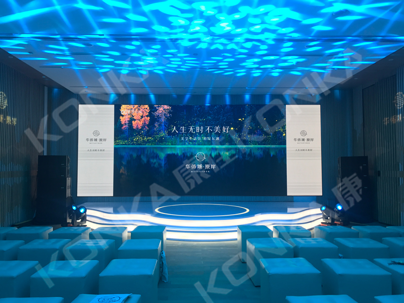 """<span style=""""font-size:13.3333px;"""">LED screen in showroom</span>"""